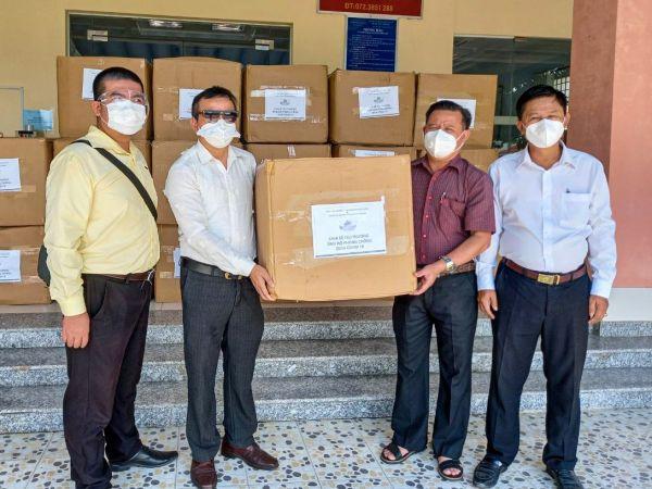 Tập đoàn Dekko ủng hộ đồ bảo hộ y tế cho các Bệnh viện tại TP.Hồ Chí Minh và Long An